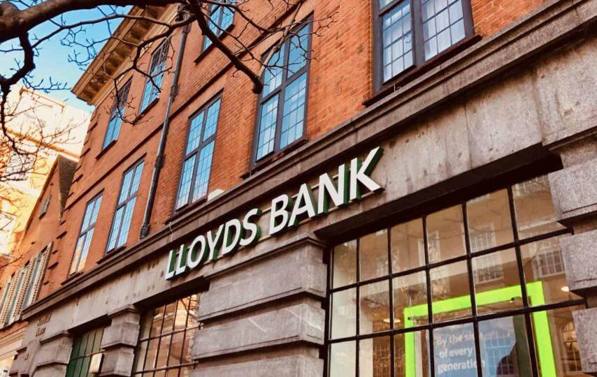 Lloyds Bank y komgo se asociacian para llevar la blockchan al sector del comercio internacional de productos básicos
