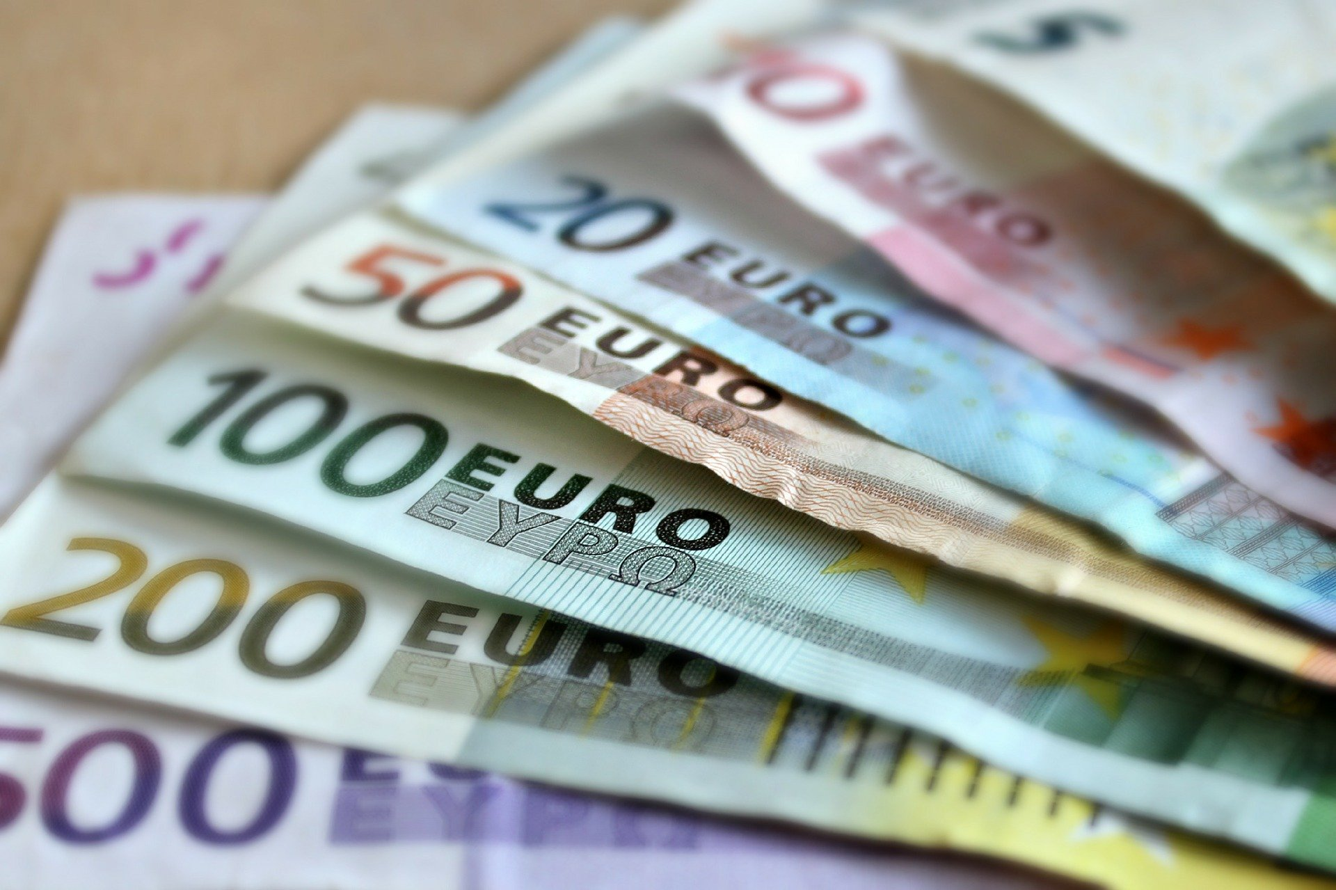 stablecoins, euros y dólares